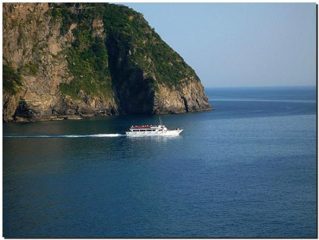 морская бухта и корабль