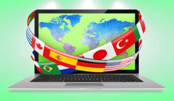 ноутбук и флаги стран мира