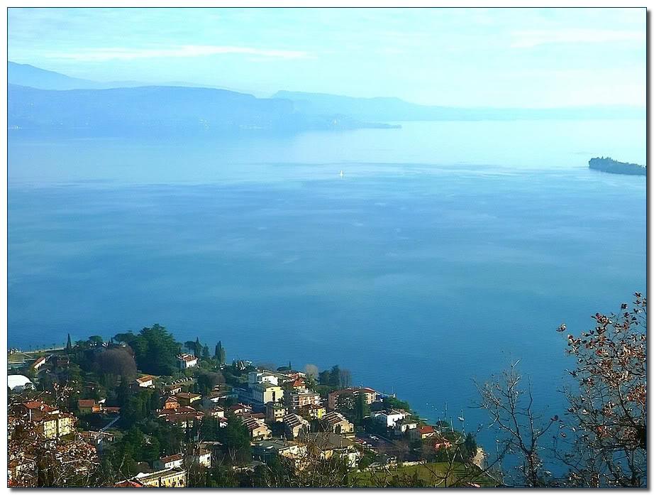Вид сверху на озеро Гарда