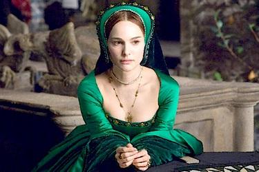 Двушка в зеленом платье