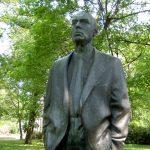 памятник Йоганнесу Роберту Бехера