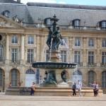 Фонтан на площади в Бордо