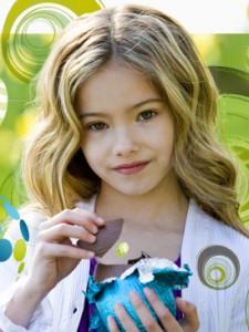 Девочка с шоколадным яйцом