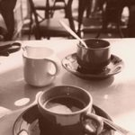 две чашки кофе и молочник