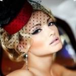 Женщина в шляпке с вуалью
