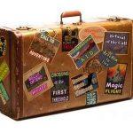 старый чемодан с наклейками