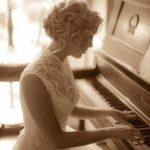 Девушка за фортепьяно