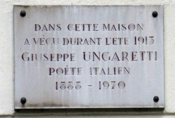 Мемориальная доска на доме в ариже, где жил Джузеппе Унгаретти