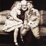 Гюго с внуками