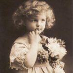 девочка - винтажная открытка